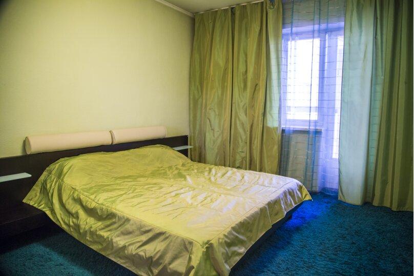 2-комн. квартира, 70 кв.м. на 5 человек, улица Авиаторов, 25, Красноярск - Фотография 7