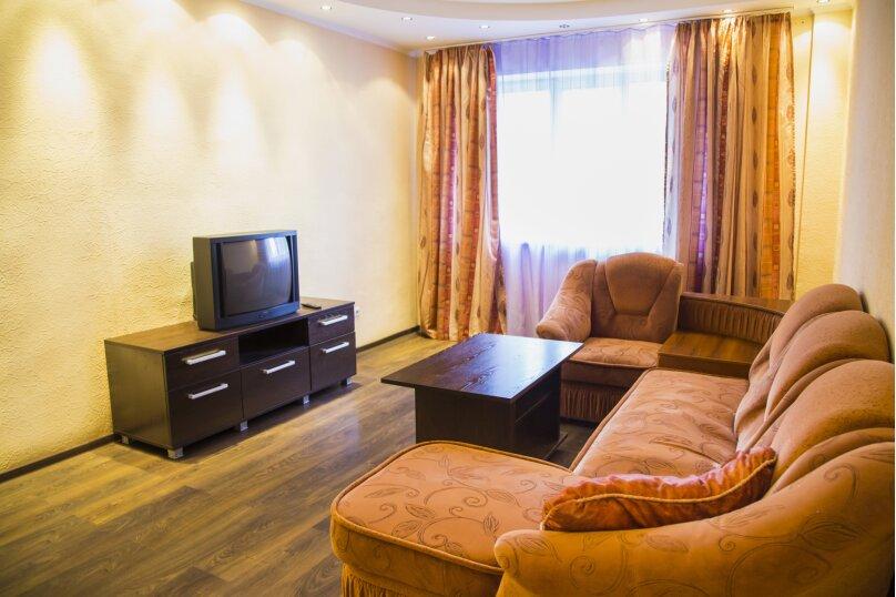 2-комн. квартира, 70 кв.м. на 5 человек, улица Авиаторов, 25, Красноярск - Фотография 2