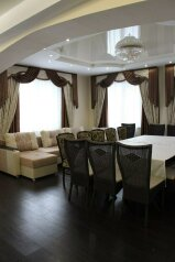 Дом 300 кв.м. вместимость 30 человек, 300 кв.м. на 30 человек, 10 спален, Базайская улица, Красноярск - Фотография 3