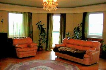 5-комн. квартира, 260 кв.м. на 12 человек, улица Валерии Барсовой, 18, Астрахань - Фотография 1