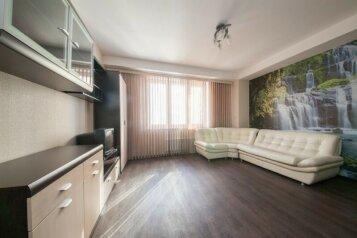 3-комн. квартира, 80 кв.м. на 6 человек, улица Шахтёров, 42, Красноярск - Фотография 1
