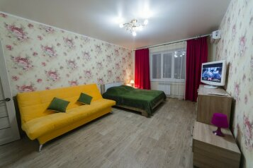 1-комн. квартира, 49 кв.м. на 4 человека, улица Орджоникидзе, 86, Оренбург - Фотография 1