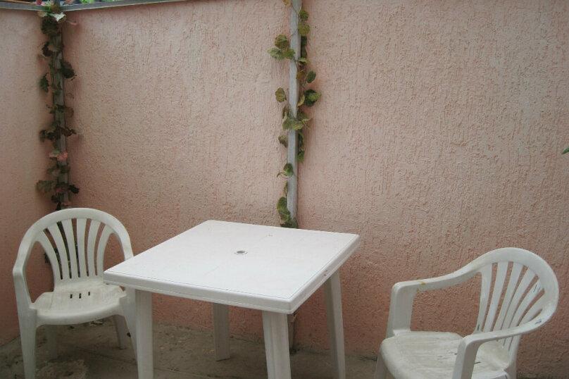 Сдам  дом в частном секторе, 25 кв.м. на 4 человека, 1 спальня, улица Кирова, 82, Евпатория - Фотография 2