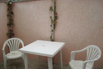 Сдам  дом в частном секторе, 25 кв.м. на 4 человека, 1 спальня, улица Кирова, Евпатория - Фотография 2