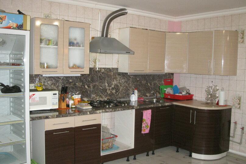 Первый этаж двухэтажного частного дома, 130 кв.м. на 4 человека, 2 спальни, Энгельса , 16а, Ессентуки - Фотография 2