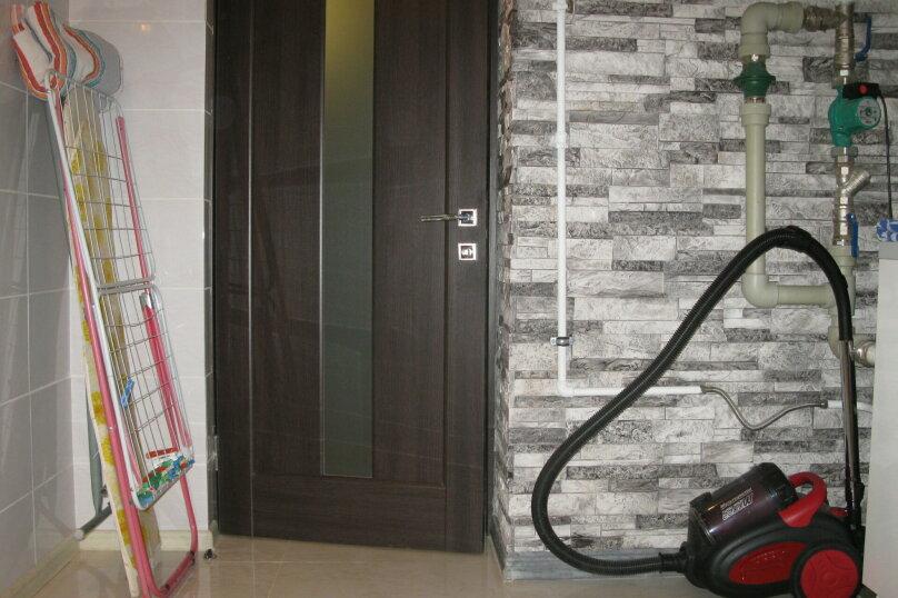 Первый этаж двухэтажного частного дома, 130 кв.м. на 4 человека, 2 спальни, Энгельса , 16а, Ессентуки - Фотография 4