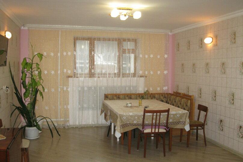 Первый этаж двухэтажного частного дома, 130 кв.м. на 4 человека, 2 спальни, Энгельса , 16а, Ессентуки - Фотография 8