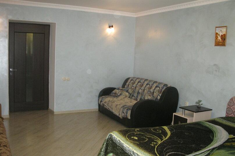 Первый этаж двухэтажного частного дома, 130 кв.м. на 4 человека, 2 спальни, Энгельса , 16а, Ессентуки - Фотография 1
