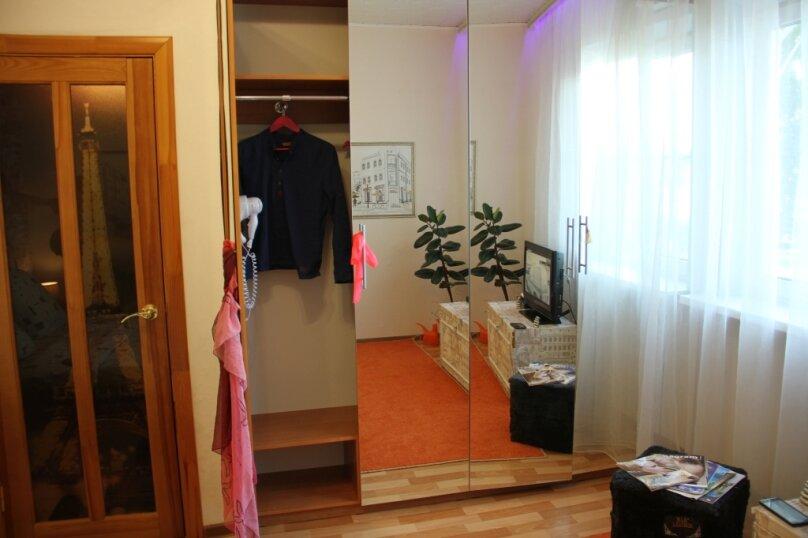 1-комн. квартира, 30 кв.м. на 3 человека, улица Николая Островского, 115, Астрахань - Фотография 1