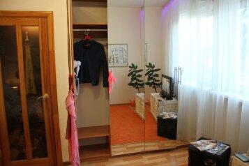 1-комн. квартира, 30 кв.м. на 3 человека, улица Николая Островского, Астрахань - Фотография 1