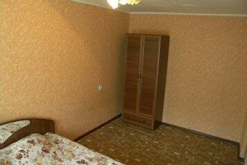 2-комн. квартира, 47 кв.м. на 6 человек, улица Масленникова, 5, Омск - Фотография 2