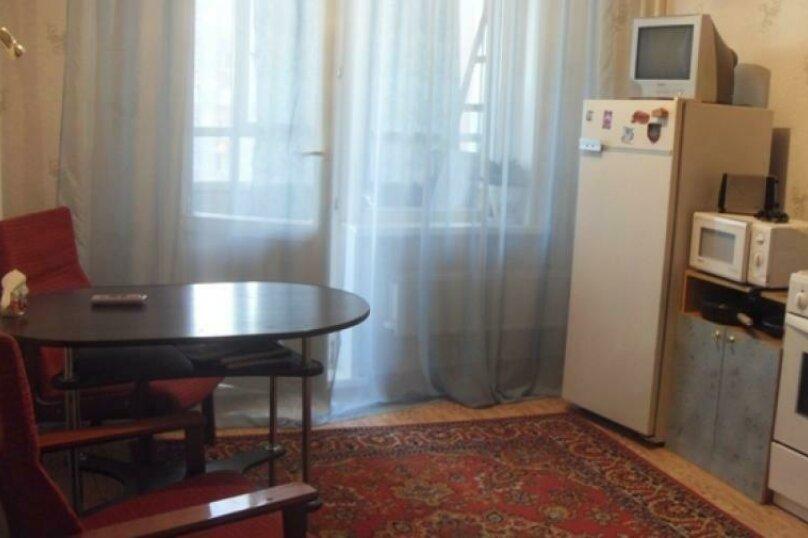 1-комн. квартира, 38 кв.м. на 4 человека, улица Дубровинского, 106, Красноярск - Фотография 1