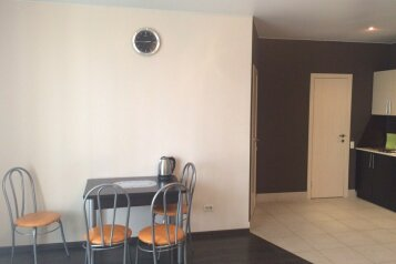 2-комн. квартира, 65 кв.м. на 4 человека, улица Братьев Кашириных, Челябинск - Фотография 4
