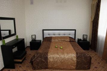 Люкс:  Номер, Люкс, 3-местный (2 основных + 1 доп), 1-комнатный, Гостиница , проспект Ленина, 96 на 50 номеров - Фотография 2