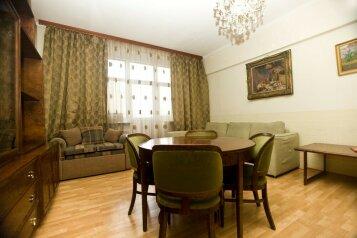 3-комн. квартира, 79 кв.м. на 9 человек, Павелецкая площадь, Москва - Фотография 1