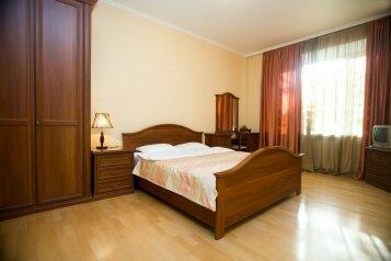 3-комн. квартира, 76 кв.м. на 6 человек, Старопименовский переулок, 16, Москва - Фотография 1