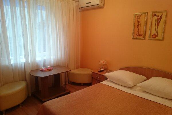 Мини-отель, улица Георгия Димитрова, 112 на 7 номеров - Фотография 1