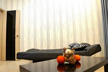2-комн. квартира, 80 кв.м. на 7 человек, улица Адоратского, 1А, Казань - Фотография 4