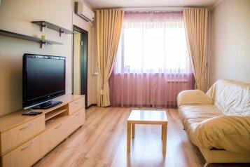 1-комн. квартира, 42 кв.м. на 4 человека, улица Авиаторов, 23, Красноярск - Фотография 1