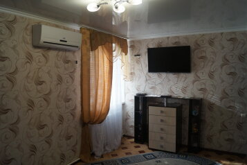 2-комн. квартира, 64 кв.м. на 3 человека, Вяземская улица, 32, Советский район, Астрахань - Фотография 1