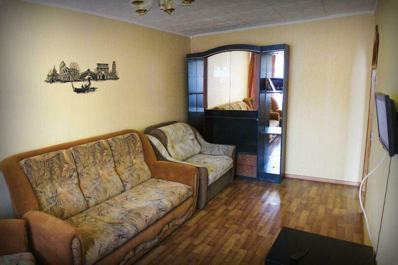 1-комн. квартира, 39 кв.м. на 4 человека, Коммунарский переулок, 27, Бийск - Фотография 2