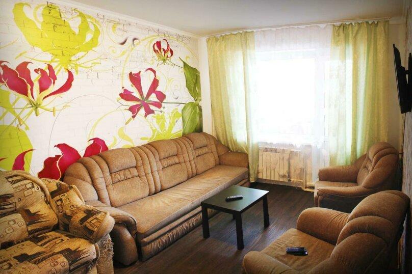 2-комн. квартира, 49 кв.м. на 6 человек, улица Ильи Мухачева, 250, Бийск - Фотография 1