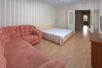 2-комн. квартира, 70 кв.м. на 6 человек, улица Павлюхина, Казань - Фотография 1