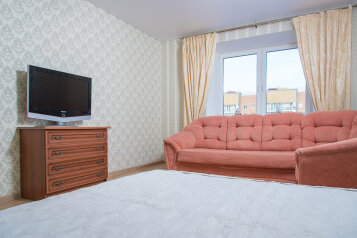 2-комн. квартира, 70 кв.м. на 6 человек, улица Павлюхина, Казань - Фотография 2
