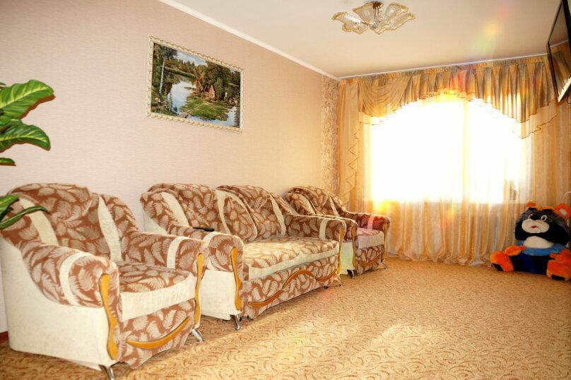 2-комн. квартира, 57 кв.м. на 5 человек, проспект Ленина, 66, Рубцовск - Фотография 1