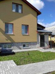 Дом  для до11 человек  под ключ  3 изолированные комнаты, 300 кв.м. на 11 человек, 3 спальни, улица Мелиораторов, Суздаль - Фотография 1
