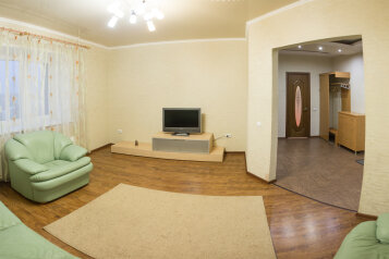 2-комн. квартира, 90 кв.м. на 4 человека, улица Пушкина, Курган - Фотография 1