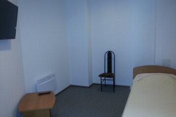 Эконом класс:  Номер, Эконом, 1-местный, 1-комнатный, Гостиница, Революционная улица на 17 номеров - Фотография 4