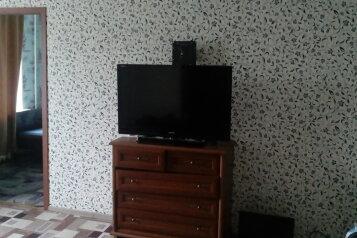 2-комн. квартира, 45 кв.м. на 4 человека, улица Мира, Кировск - Фотография 1