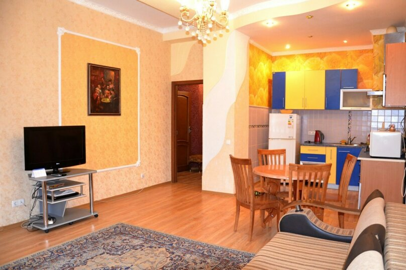 2-комн. квартира, 70 кв.м. на 4 человека, улица Володарского, 11, Ялта - Фотография 1