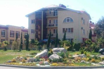 Гостевой дом, улица Общинная на 11 номеров - Фотография 1