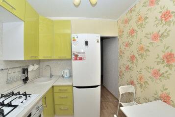 2-комн. квартира, 45 кв.м. на 4 человека, Промышленная, 2, Новосибирск - Фотография 1