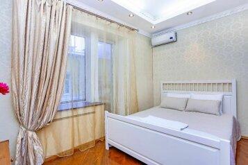 2-комн. квартира, 52 кв.м. на 5 человек, Крестовоздвиженский переулок, 4, Москва - Фотография 1