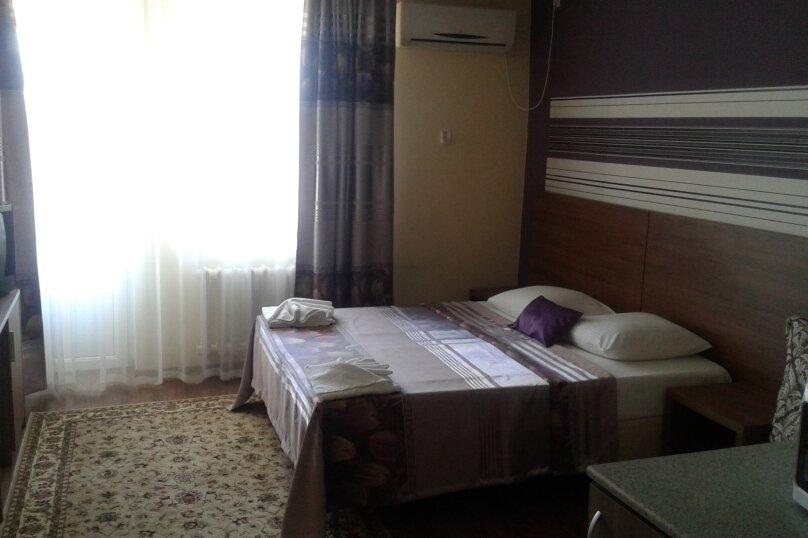 комната на три  человека с мини кухней  и вид на море, улица Кипарисовая, 15, Голубая бухта, Геленджик - Фотография 1