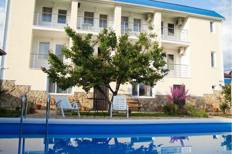 """Гостевой дом """"Голубая бухта"""", улица Кипарисовая, 15 на 10 комнат - Фотография 1"""