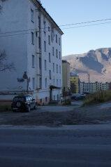 3-комн. квартира, 70 кв.м. на 8 человек, улица Кирова, Кировск - Фотография 2
