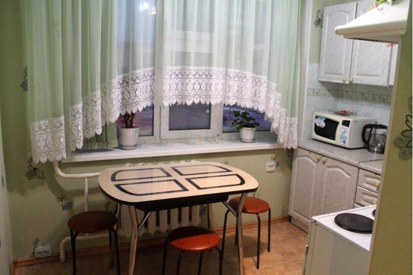 2-комн. квартира, 50 кв.м. на 7 человек, проспект Ленина, 55, Сургут - Фотография 4