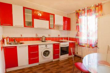 1-комн. квартира, 33 кв.м. на 3 человека, улица Молокова, 27, Красноярск - Фотография 1
