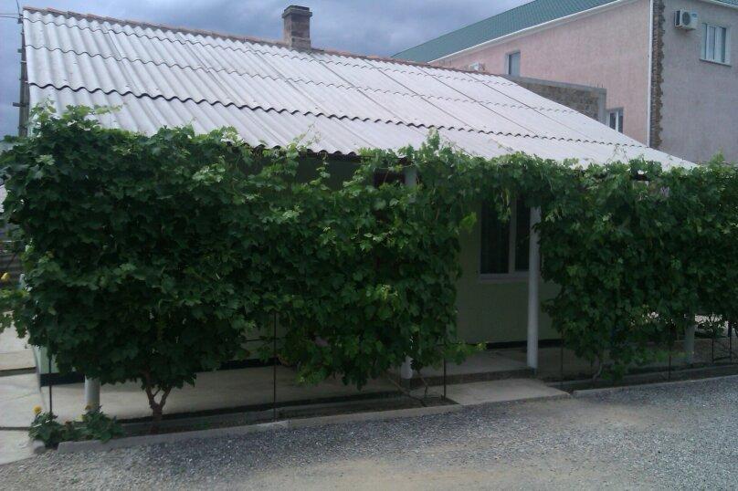 Дом с 2-мя спальнями, 80 кв.м. на 6 человек, 2 спальни, Художников, 4, Судак - Фотография 1