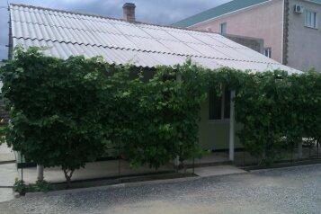 Дом с 2-мя спальнями, 80 кв.м. на 6 человек, 2 спальни, улица Художников, 4, Судак - Фотография 2