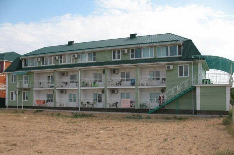 """Гостевой дом """"У моря"""", Азовский переулок, 17 на 15 комнат - Фотография 1"""