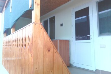 Дом, 30 кв.м. на 4 человека, 2 спальни, улица мартынова, 35, Морское - Фотография 1