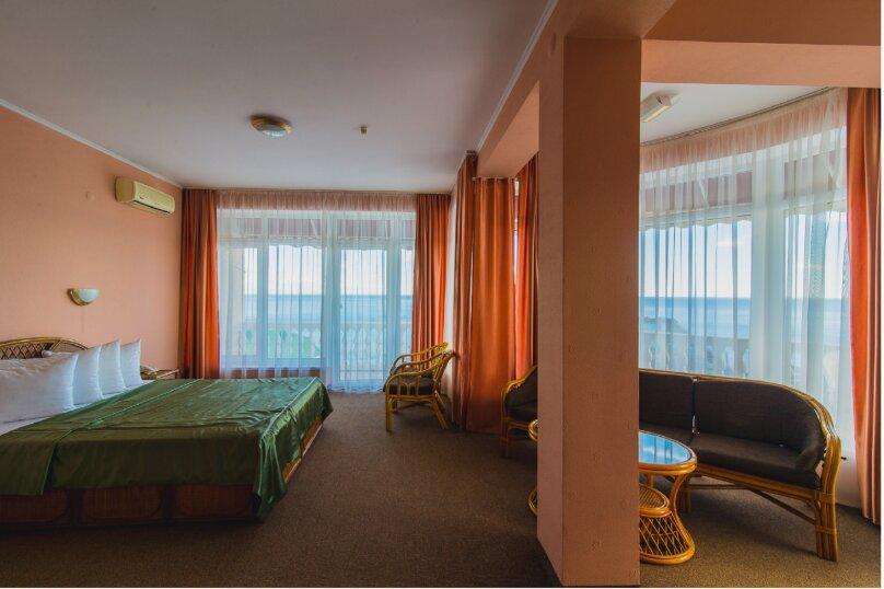 """ЛЮКС с балконом, кроватью размера """"king-size"""", и видом на море, ул. Княгини Гагариной, 25/362, Утес - Фотография 1"""