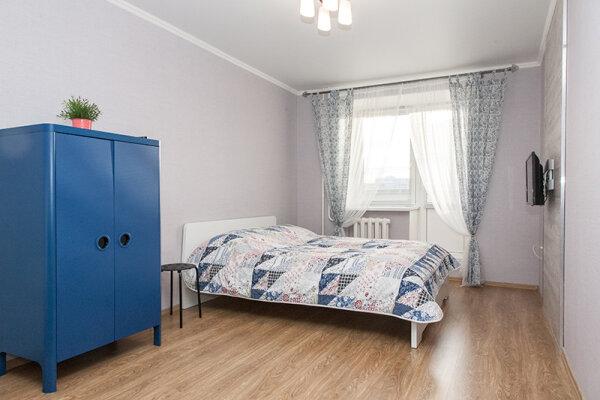 1-комн. квартира, 35 кв.м. на 4 человека, улица Самарцева, 30, Тюмень - Фотография 1