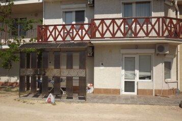 Дом, 100 кв.м. на 10 человек, 5 спален, поселок Мирный, Морская, 202, Штормовое - Фотография 1