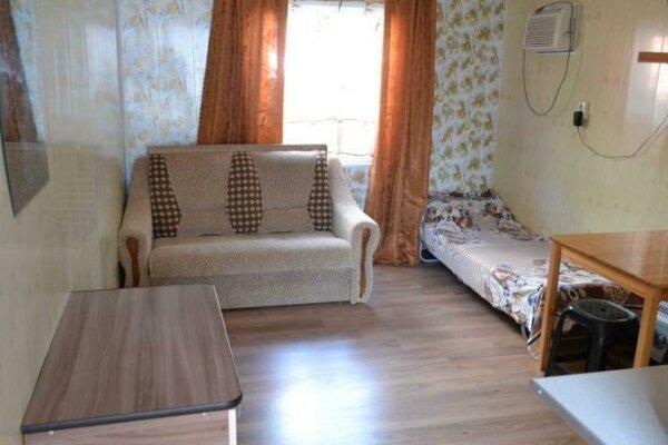 Однокомнатный домик со всеми удобствами,море за углом, 30 кв.м. на 3 человека, 1 спальня